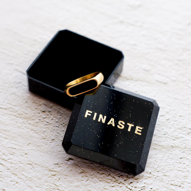 Mooie ring met een sieradendoosje om te kopen
