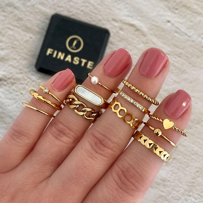 Trendy goudkleurige ring om te kopen voor een complete look