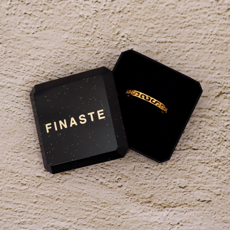 Verstelbare ring in het goud met print minimalistisch