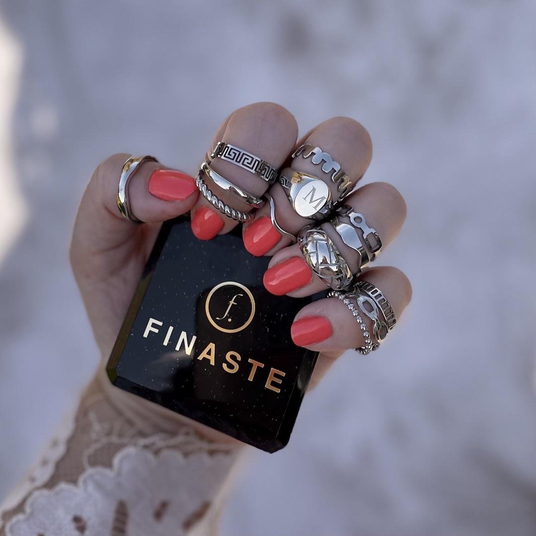 Zilveren ringen set om hand met doosje