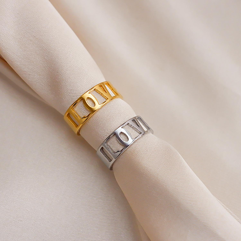 Trendy love quote ringen op een satijnen doek