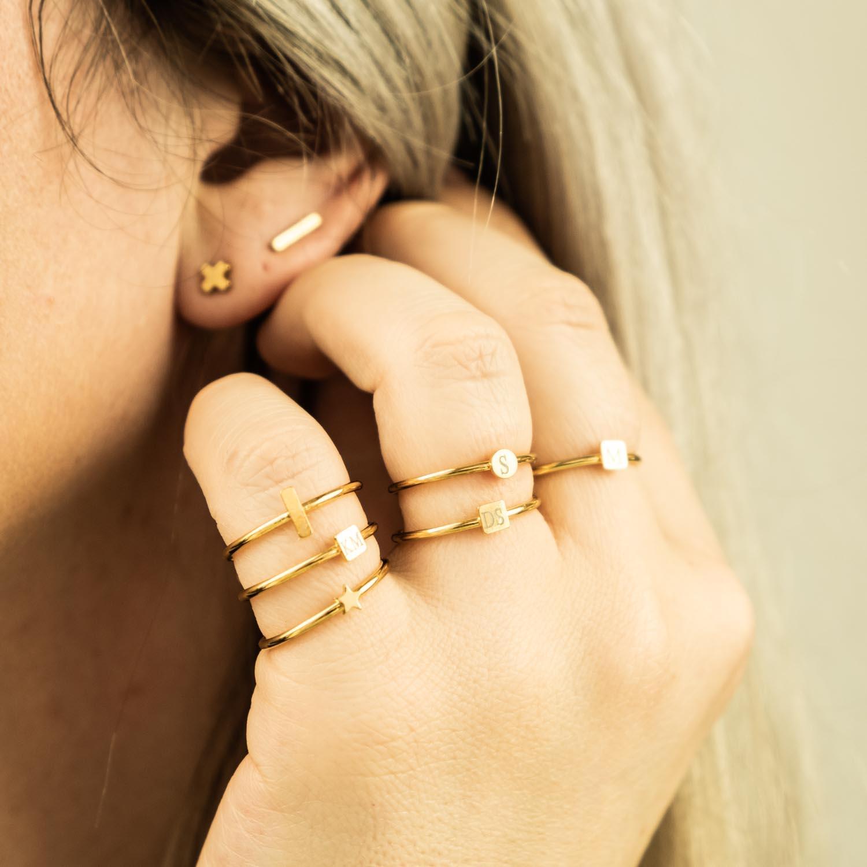 Graveerbare minimalistische ring met muntje goud