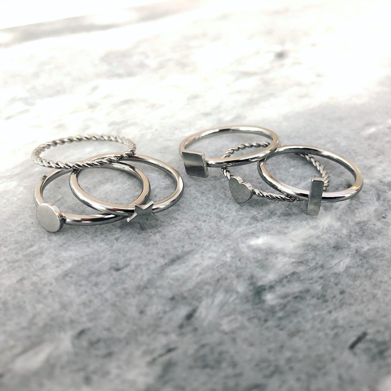 Zilveren Ringen op marmeren plaatje