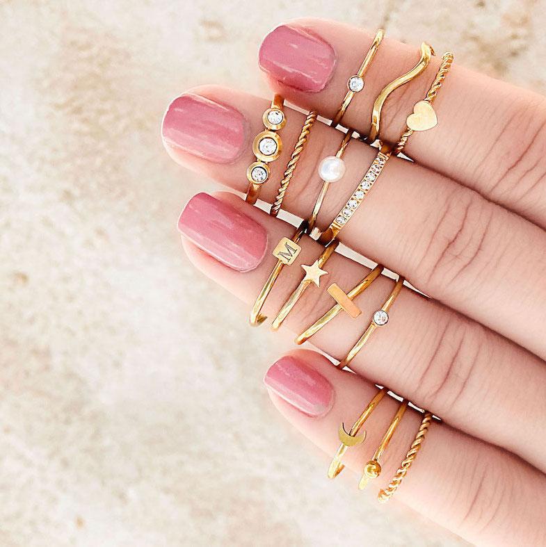 Subtiele gouden ringetjes met en zonder gravering