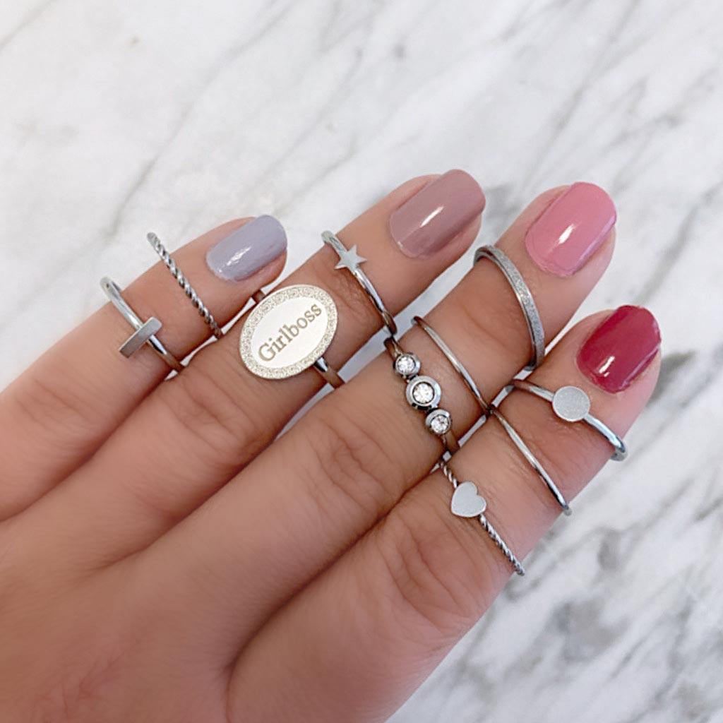 Graveerbare ring om de hand voor een complete look