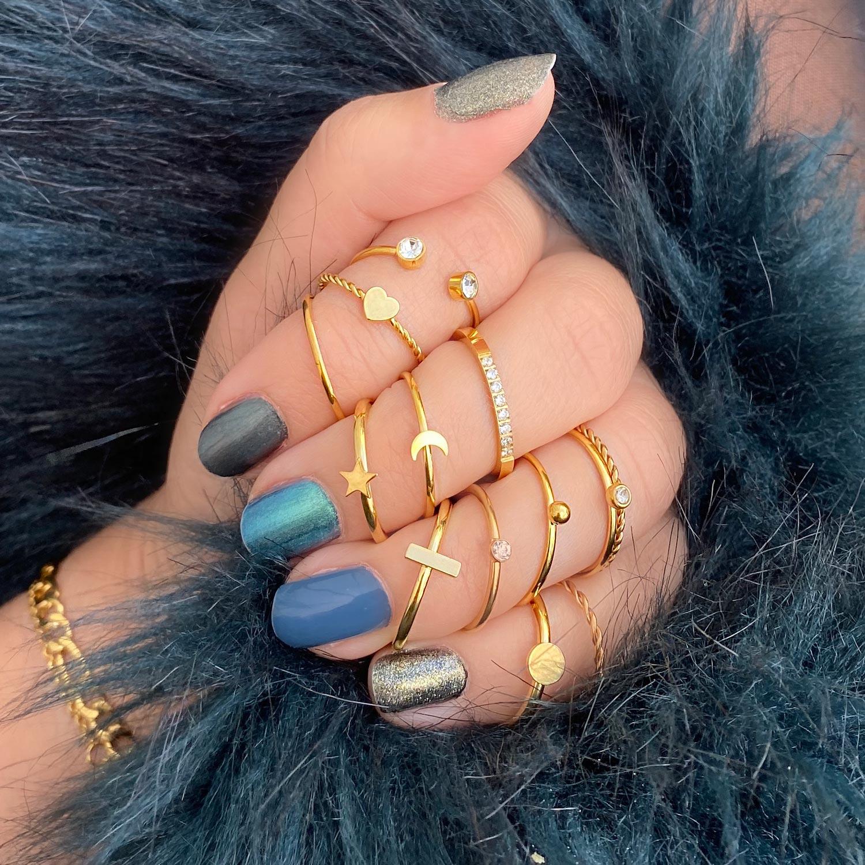 leuke gouden ringen voor om de hand voor een complete look