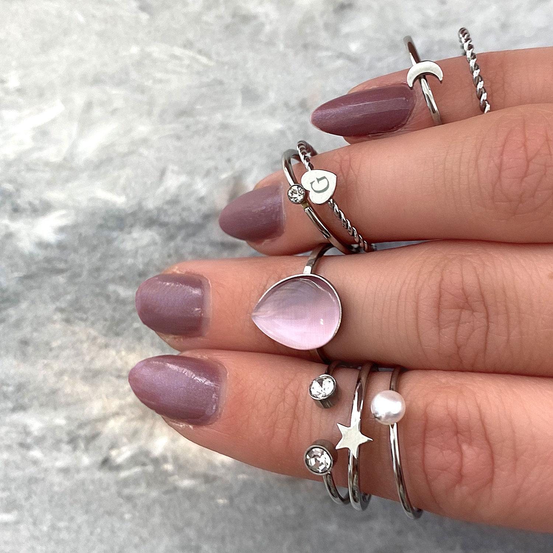 Leuke zilveren ringen voor om de hand voor een look