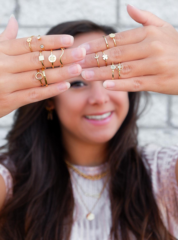 Trendy mix van ringen om te kopen