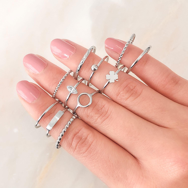 Mix van zilverkleurige ringen om te kopen