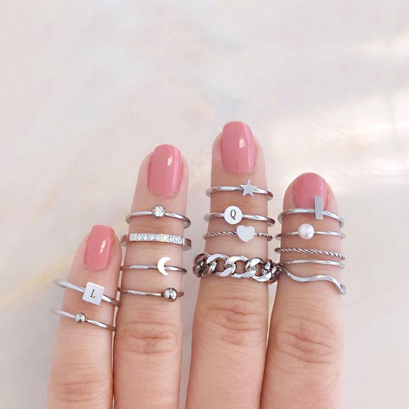 Zilveren ring met golven in ringparty