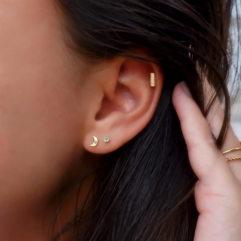 Trendy oorbellen met bar in het oor om te kopen