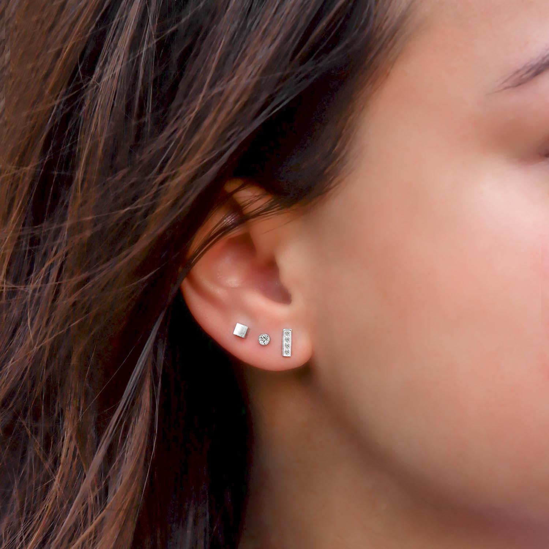Mooie oorbellen om te kopen in het oor