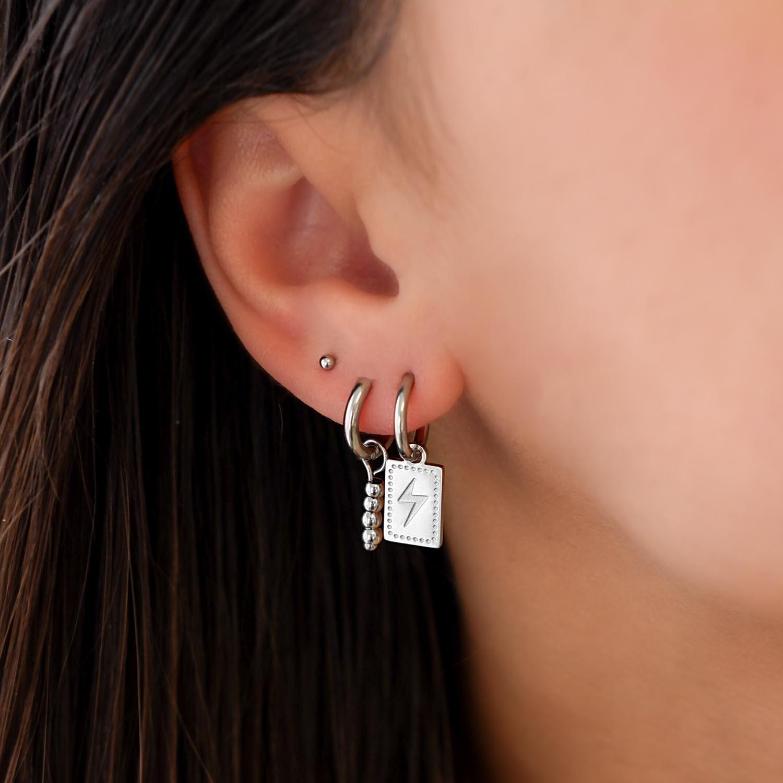 Hanger oorbellen bliksem gedragen in oor