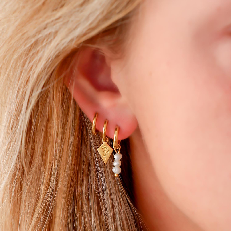 Trendy oorbellen in het oor voor een mooie look