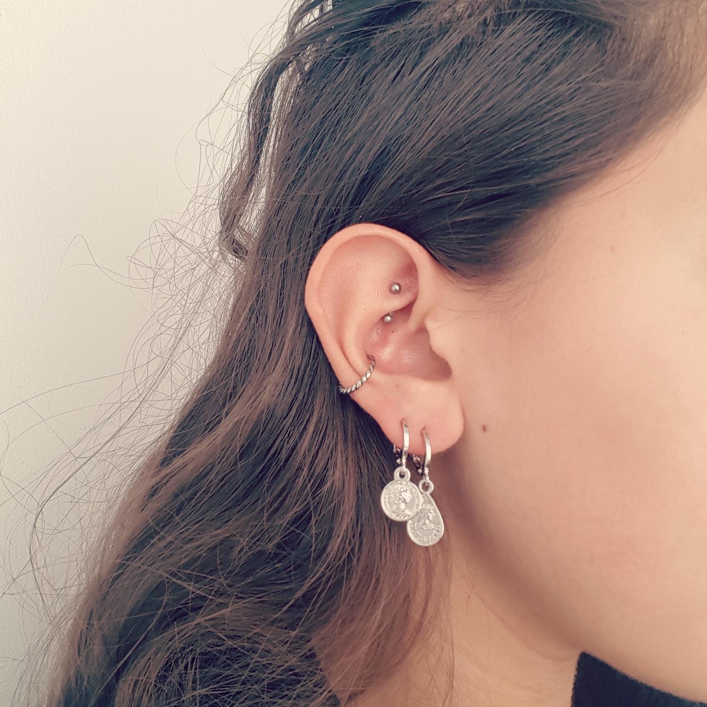 Zilveren oorbellen combineren