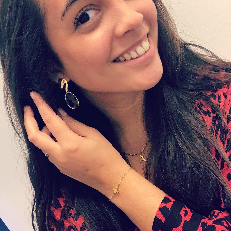 Gouden plus armband gecombineerd met gouden oorbellen