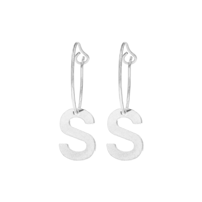 Zilveren oorbellen met letter