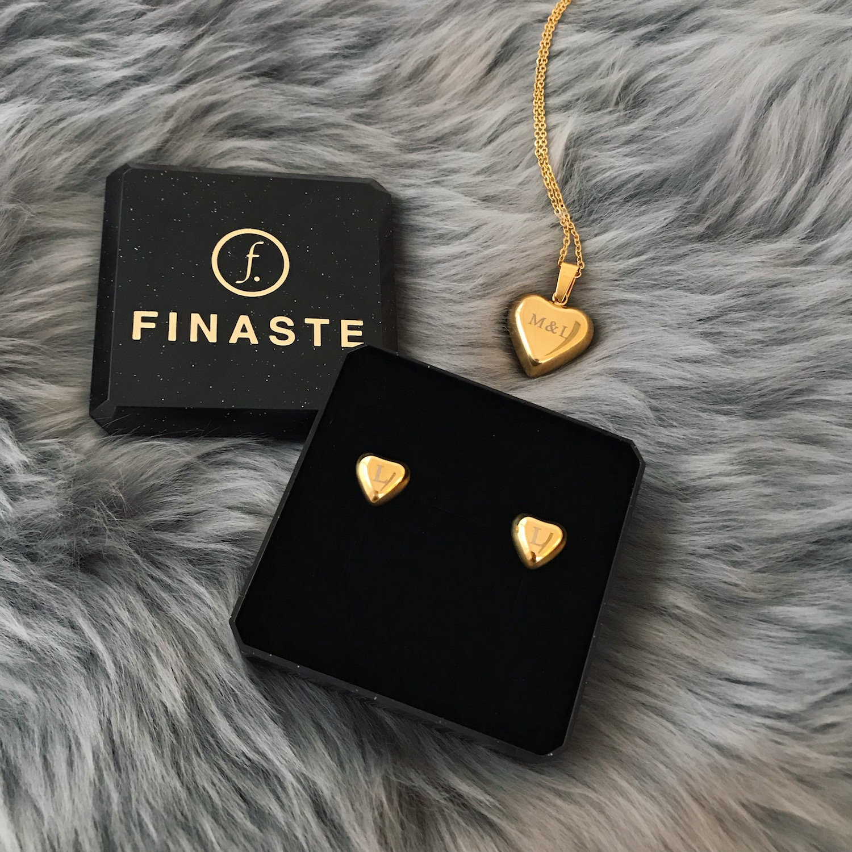 Gouden gegraveerde ketting met bijpassende oorbellen