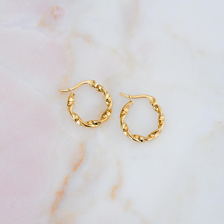 Mooie oorbellen met twist voor een trendy look