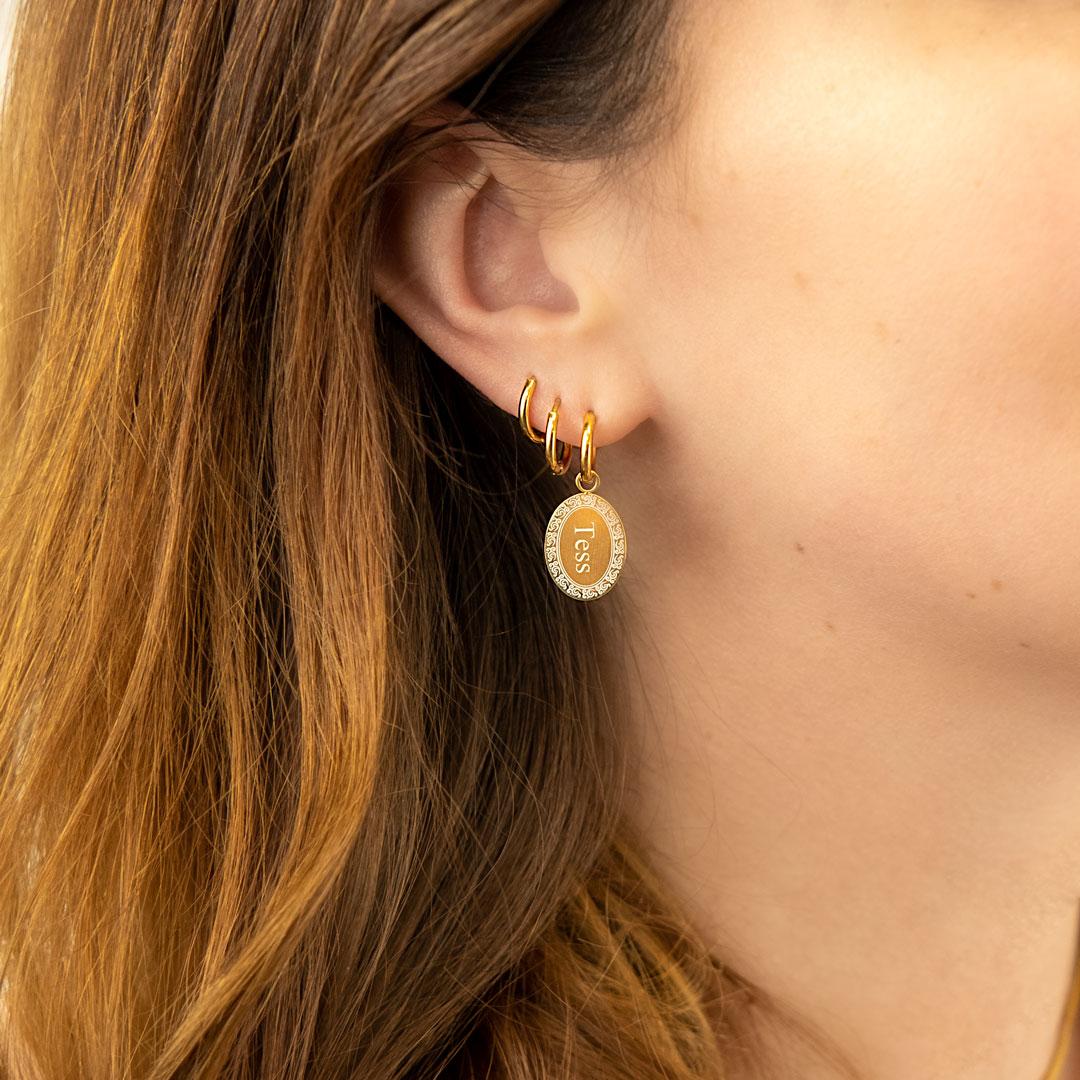 Gouden ovale oorbellen met gravering