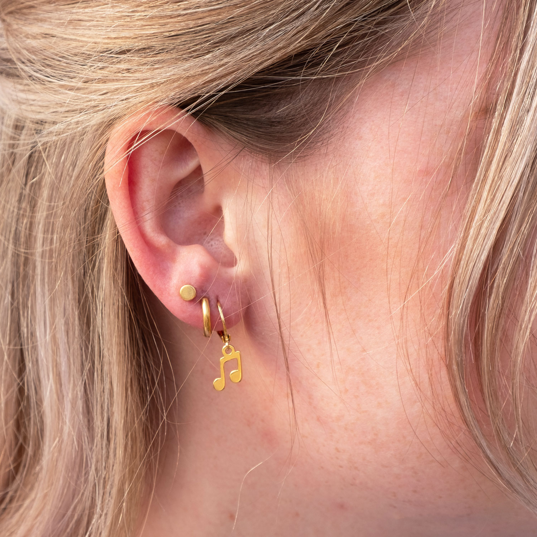 Earparty met gouden oorringetjes