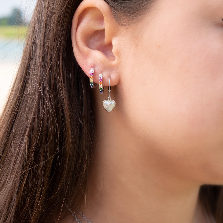 Zilveren oorringetjes met gekleurde kraaltjes in combinatie met hartjes