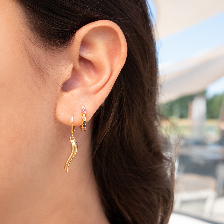 Gouden oorbellen met gekleurde steentjes en pepertje