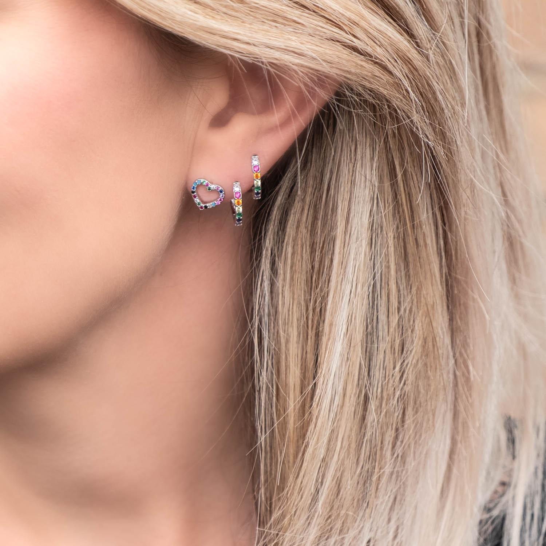 Zilveren oorringetjes met regenboog steentjes en hartje