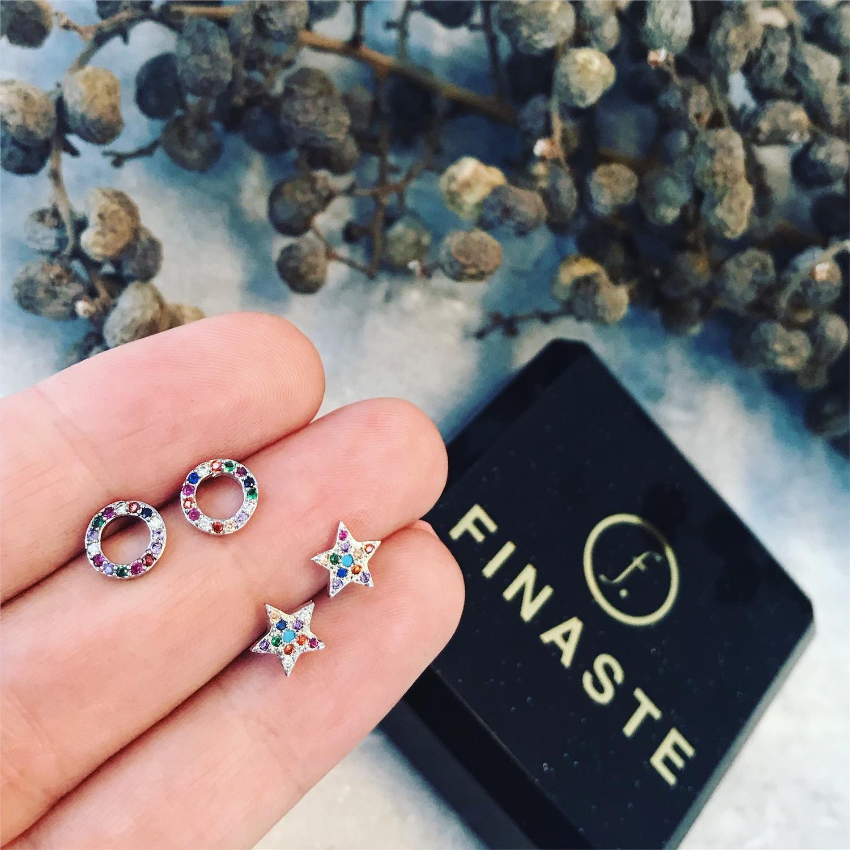 Ronde oorbellen met gekleurde steentjes zilver