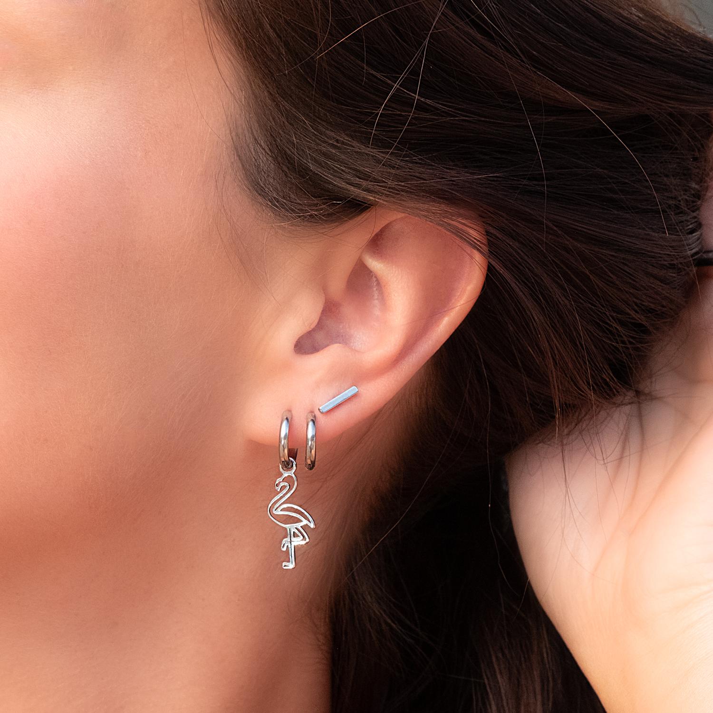 Trendy Bar oorbellen in het oor voor een leuke earparty