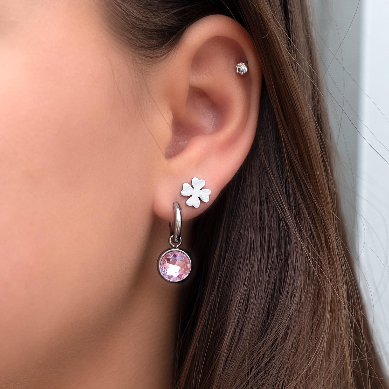 Oorbellen met roze steen als hanger met klavertje stud
