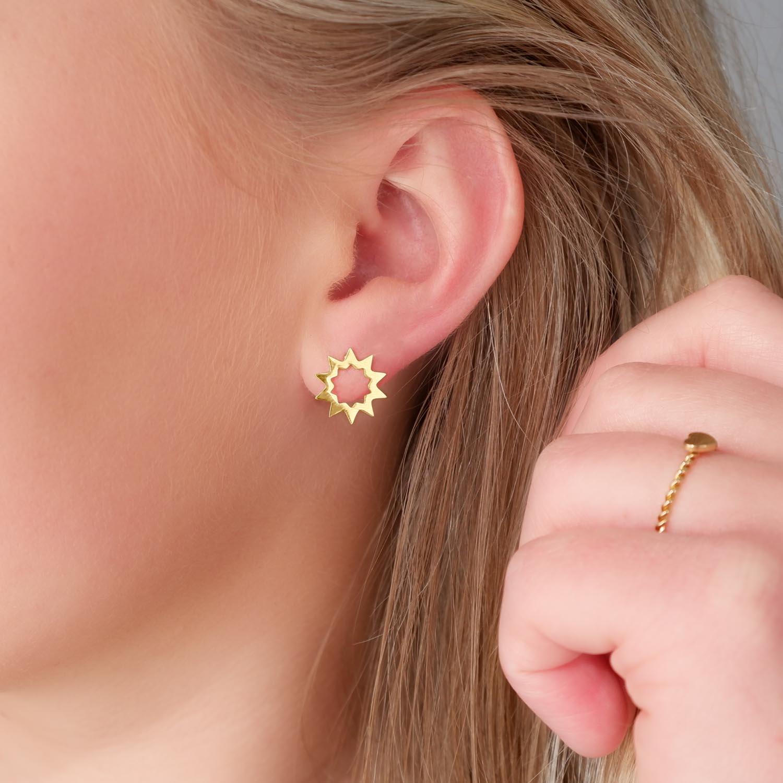 Gouden oorbellen met studs voor in het oor
