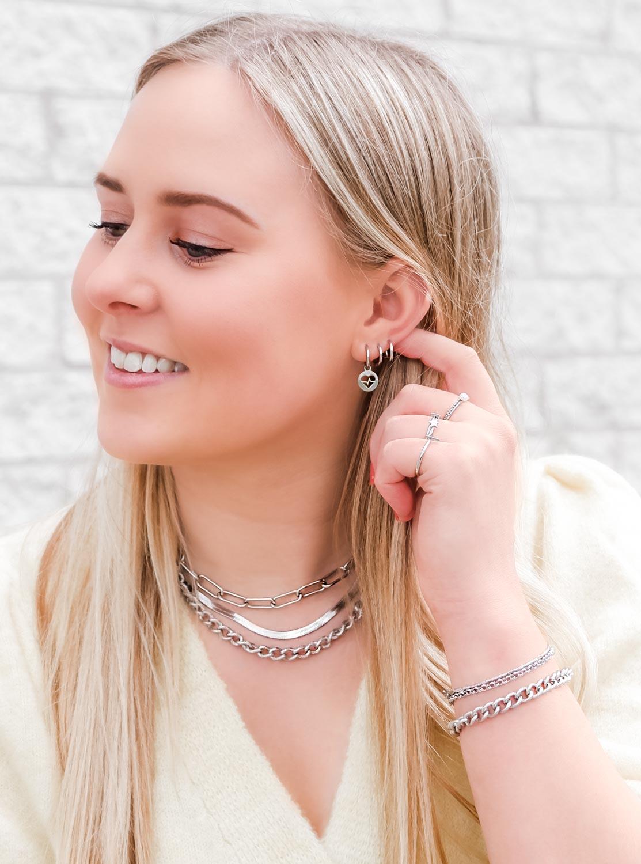 oorbellen in het zilver voor een complete look