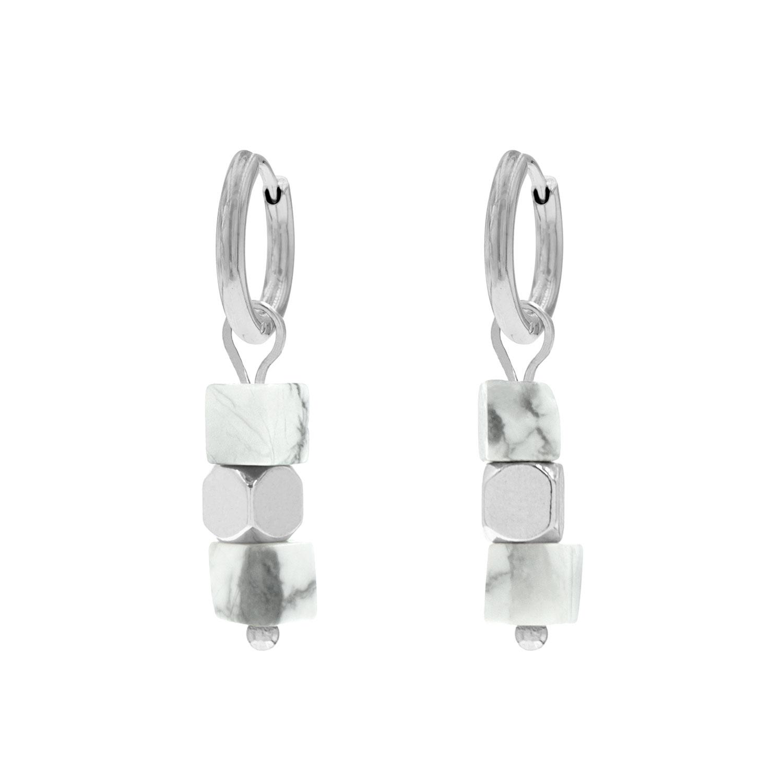 Zilveren oorringetjes marmer