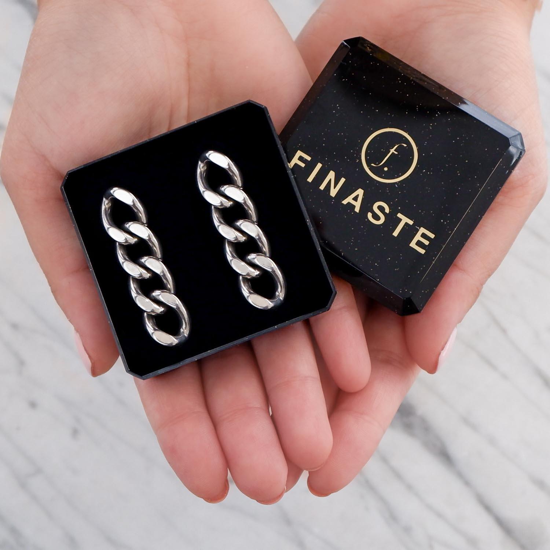 Mooie sieraden in een sieradendoosje om te geven