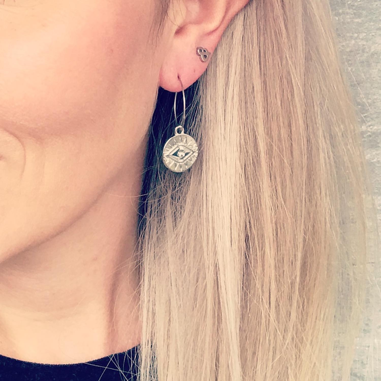 Zilveren oorbellen met & teken